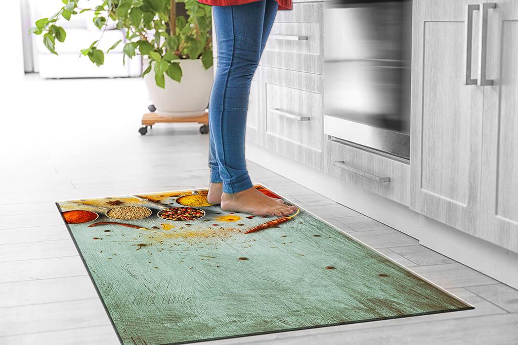 Teppich für die Küche in grün mit Gewürzen individuelles Deign individuelle Farben rutscht nicht